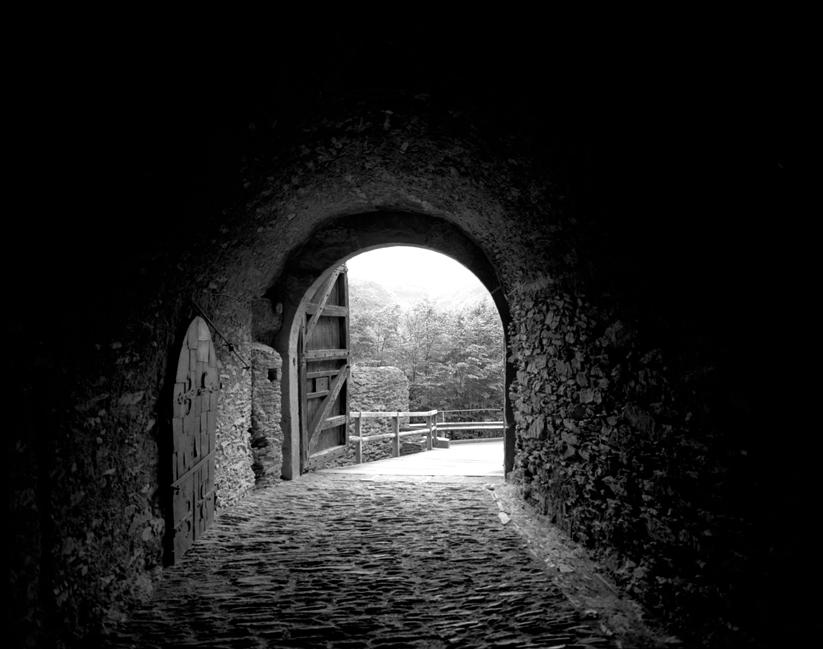 05-08 Castle Tunnel, Reine88.jpg
