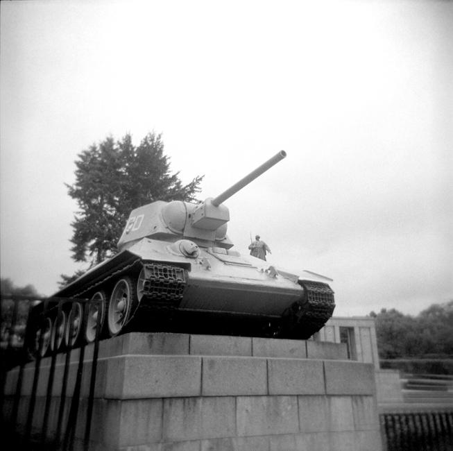 H1-10 Tank, Berlin88.jpg