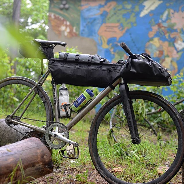 Almost getting there! Its a year since @keirinberlin last visit, and our test front bag made it to Tokio and back. But this time it improved so badly, it doesnt even need a rack!  Coming soon! #tracklocross #cx #gravel #traveling #fixedgear #wheeltalk