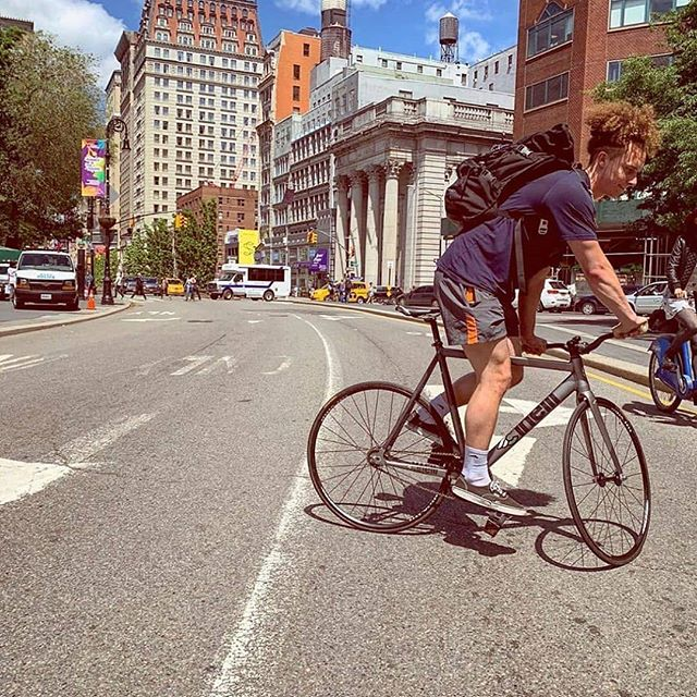 Meanwhile in the city Photo by @thedropoutsnyc  #newyork #pedalstraps #trackbike #wheeltalk #zulufixed #manhattan #fixiegram #tracklocross