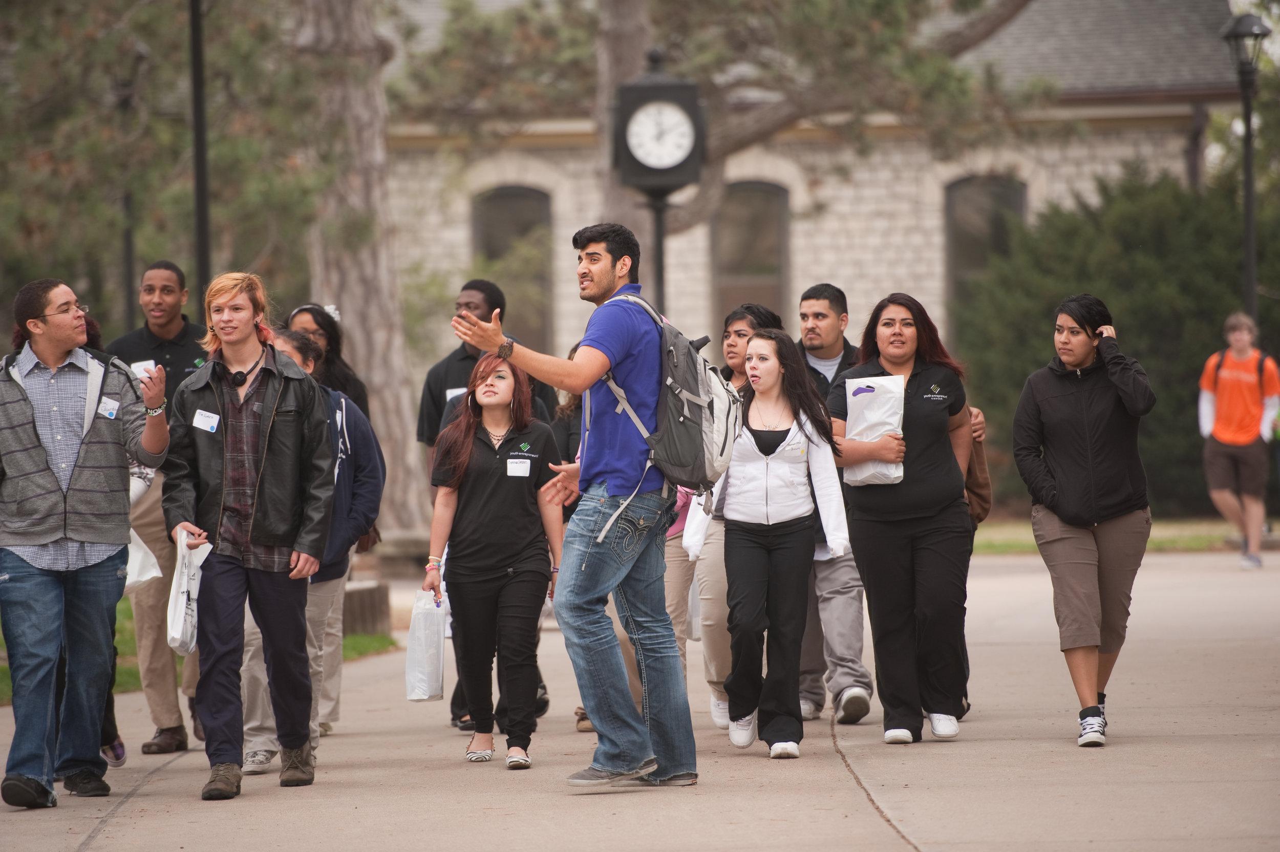 Campus_tour.jpg