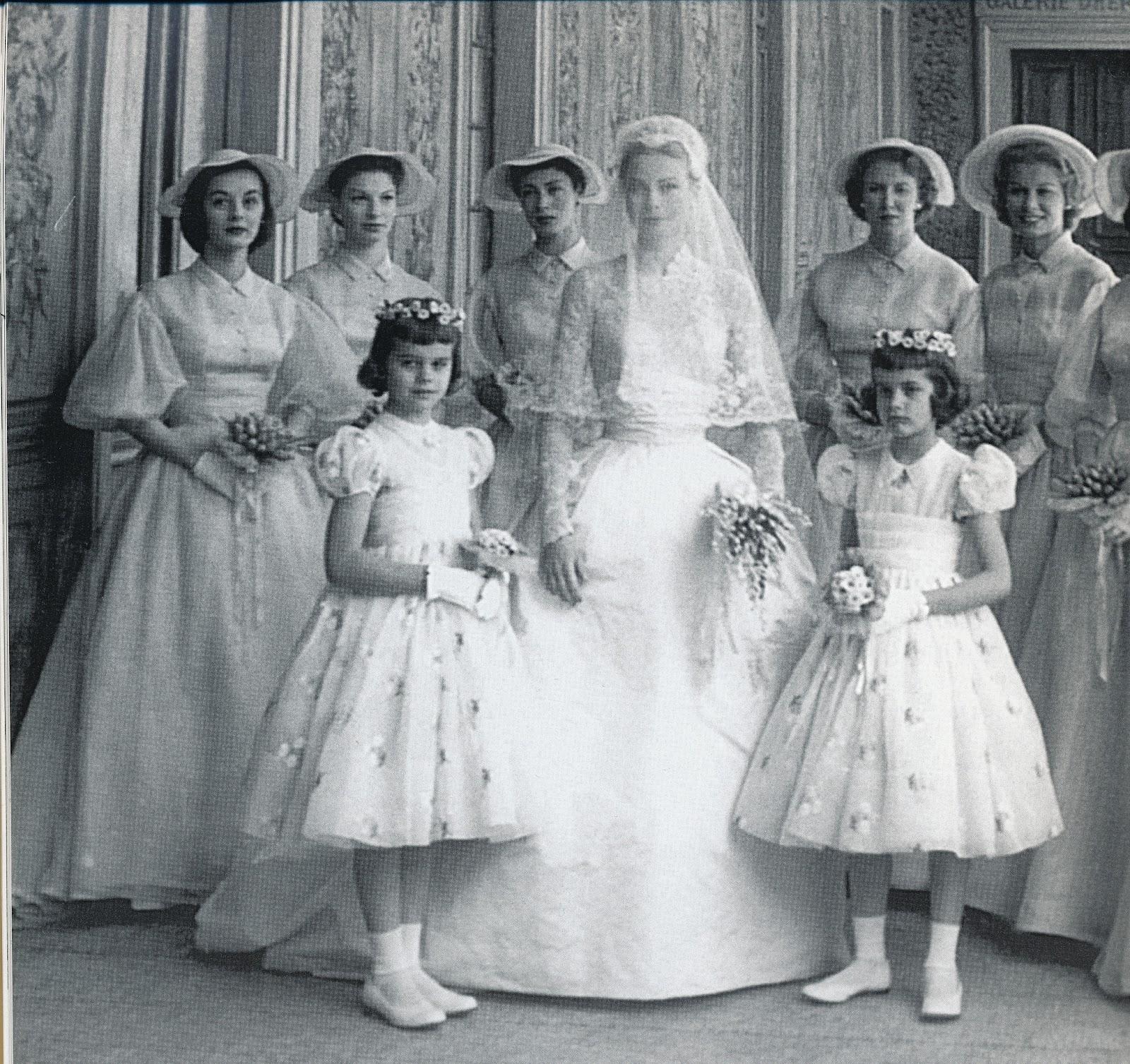 princess-sparkle-ties-the-knot-iconic-wedding-dresses-grace-kelly.jpg
