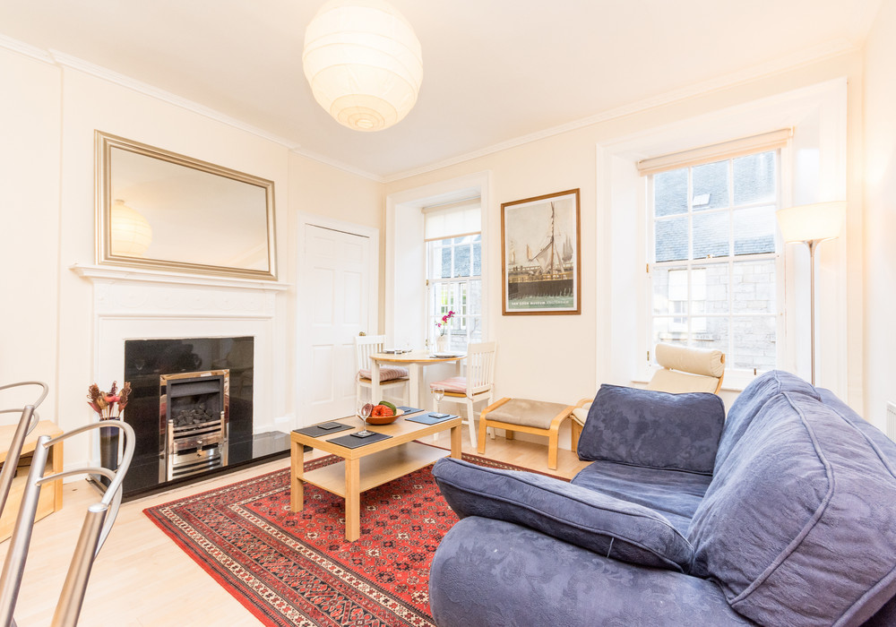 386257-thistle-street-1-bedroom-apartment-2.jpg