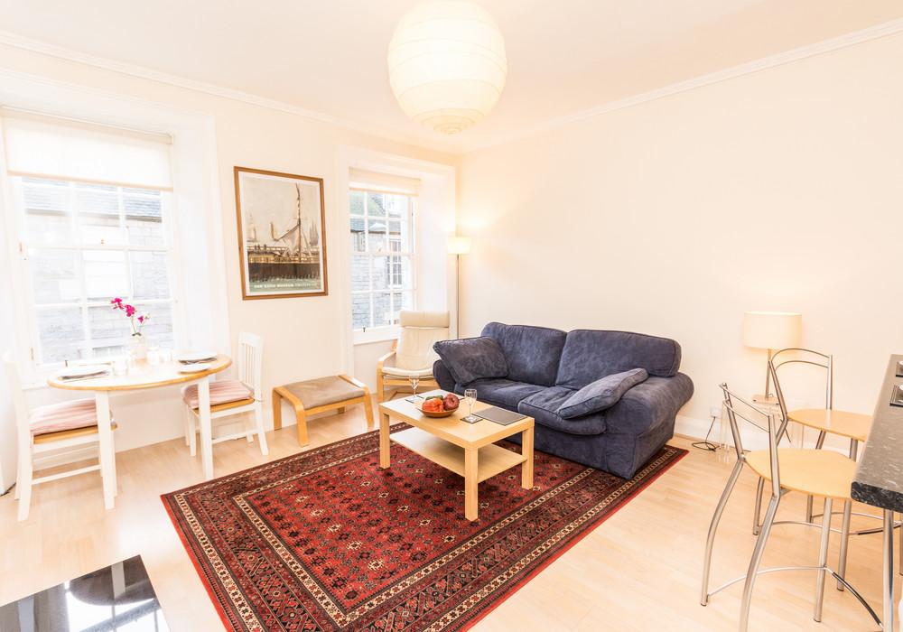 386260-thistle-street-1-bedroom-apartment-5.jpg