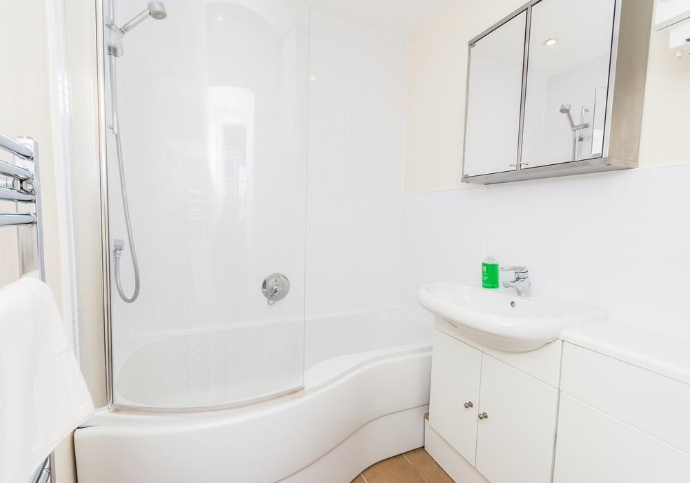 386273-thistle-street-1-bedroom-apartment-18.jpg