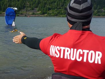 Kiteboarding instructor teaching for Cascade