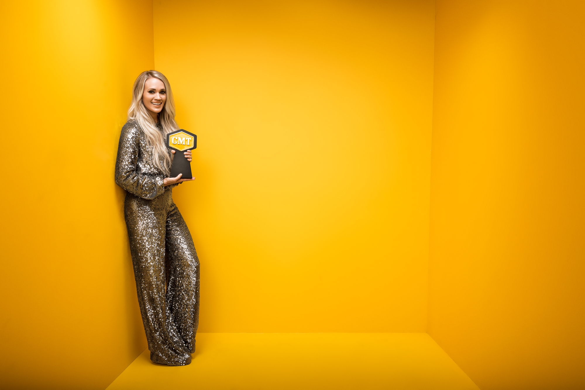 CARRIE-UNDERWOOD-CMT-MUSIC-AWARDS-YELLOW-BOX-PHOTO-RSB.jpg