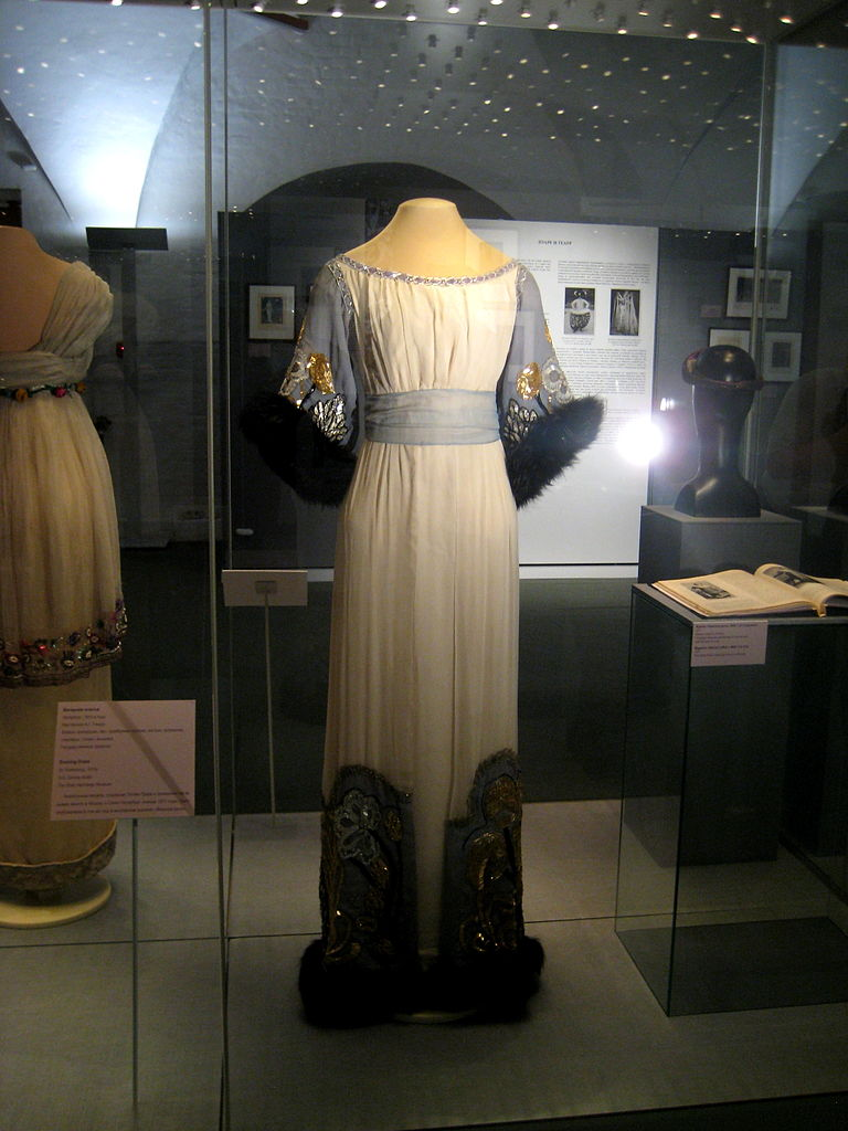 Royal dress in the Armoury Museum