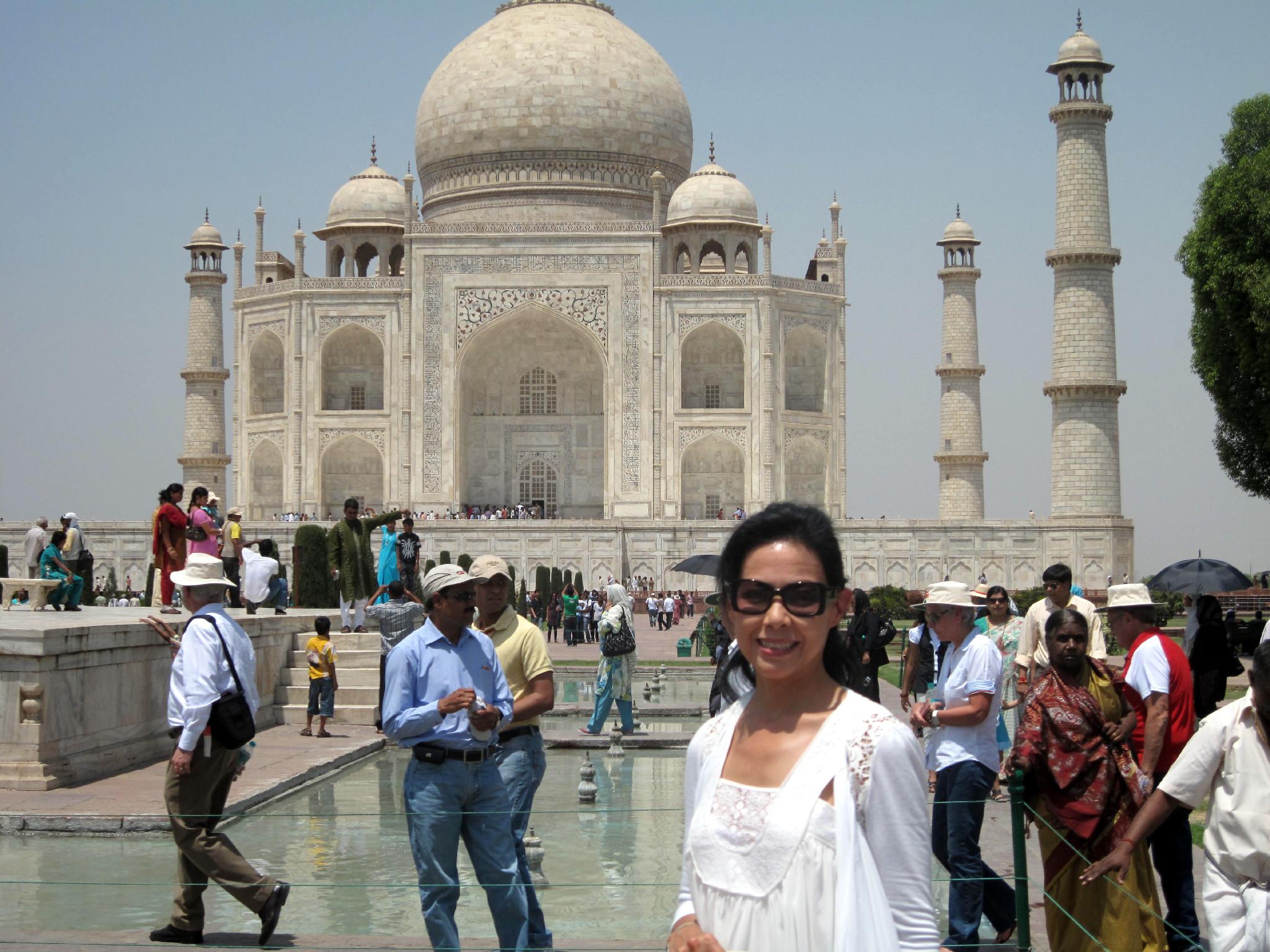 At the Taj Mahal in April 2010.jpg