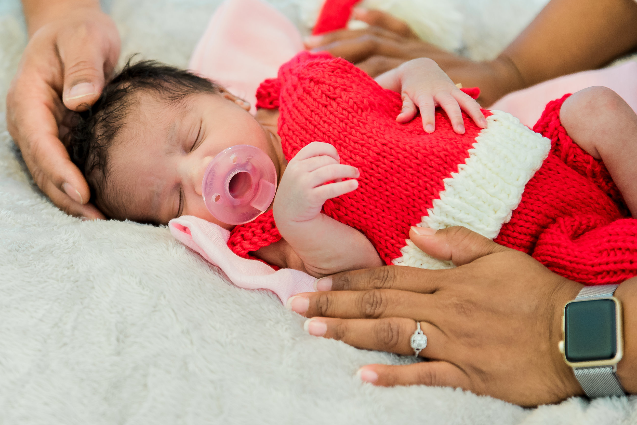 2017_December_02-Walls_Newborn_and_Family_Shoot-43557-Edit.jpg