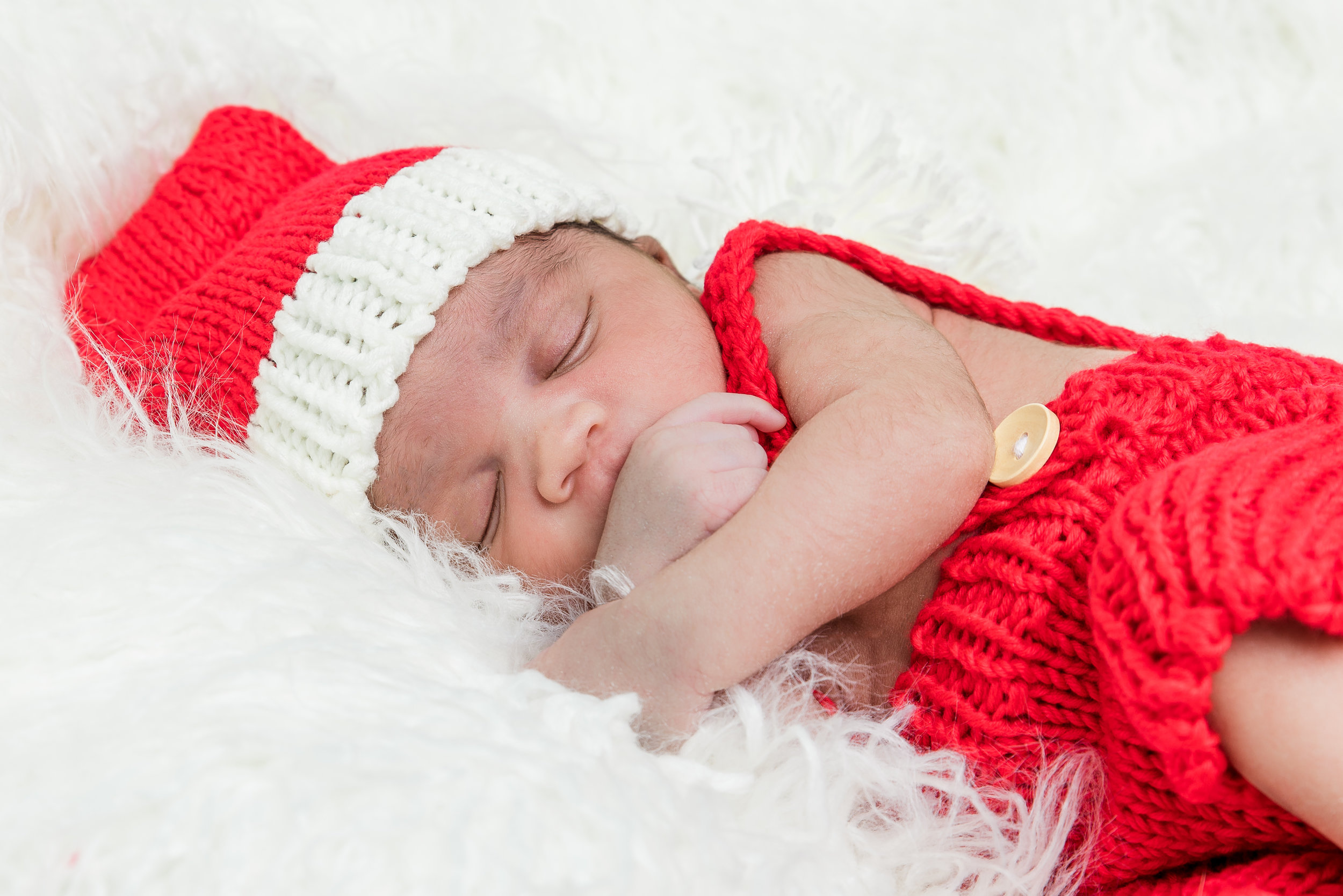 2017_December_02-Walls_Newborn_and_Family_Shoot-43587-Edit.jpg