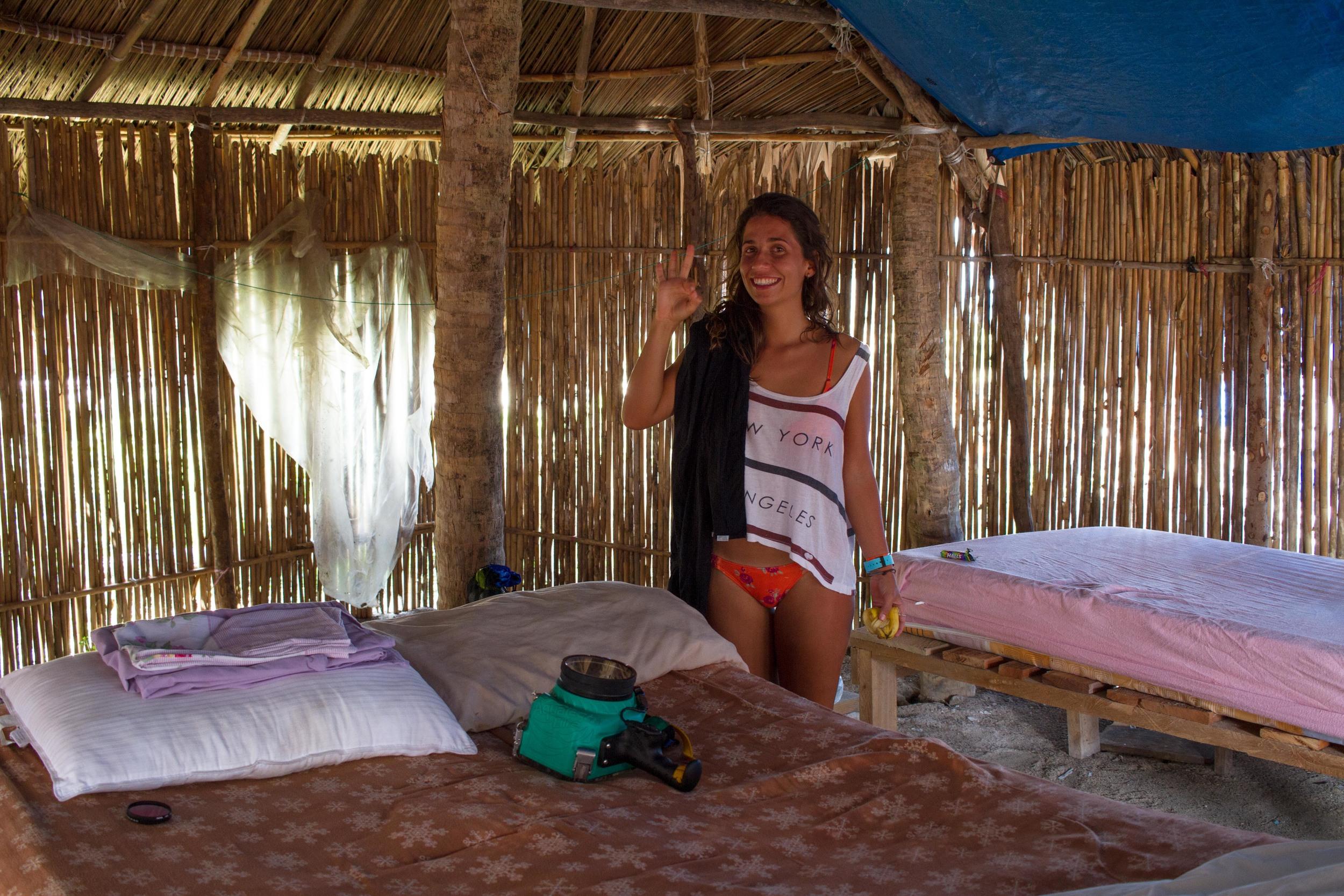 Nossa humilde residência na Isla Franklin! A caixa dorme na cama grande comigo e a Rê na outra, claro.