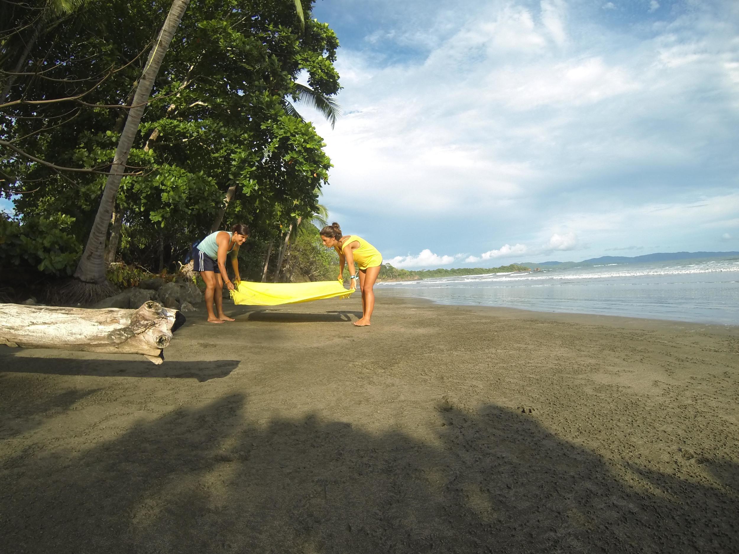 Na outra costa do Panamá, a areia já é mais escura e a cor da água também. Nem mais bonito, nem mais feio; apenas diferente. Cada local com suas particularidades!