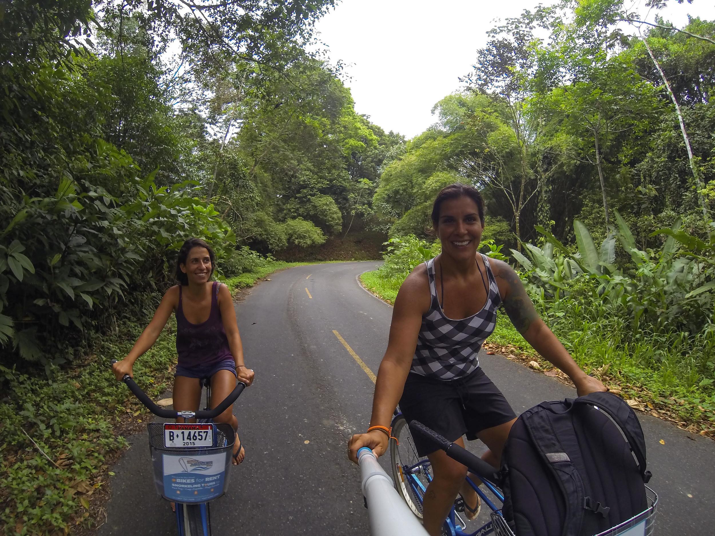 """Rolezinho de bike pelas """"montanhas"""" de Bocas, no caminho para Boca Del Drago."""