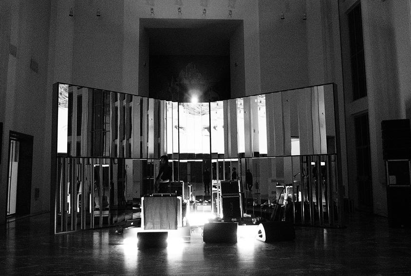Mirror stage design