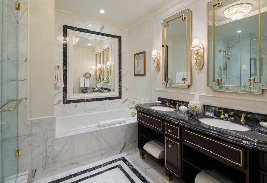 bathroom-trumphoteldc.jpg.optimal (1).jpg
