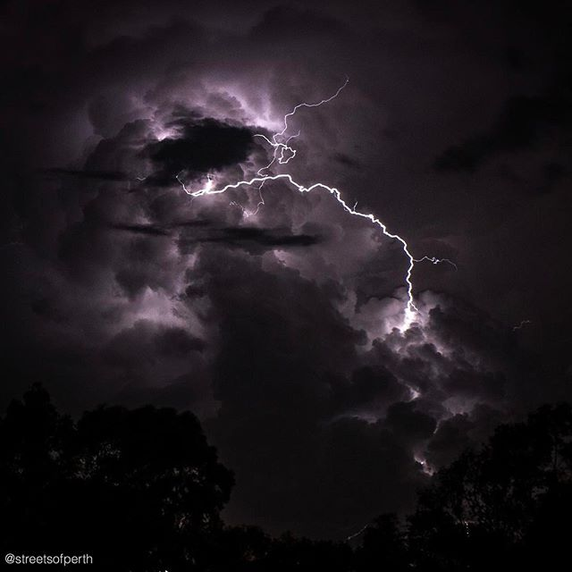 Lightning over Kewdale tonight. ⚡️ #streetsofperth #lightning #kewdale #perth #perthlife #soperth #myperth #perthweather #clouds