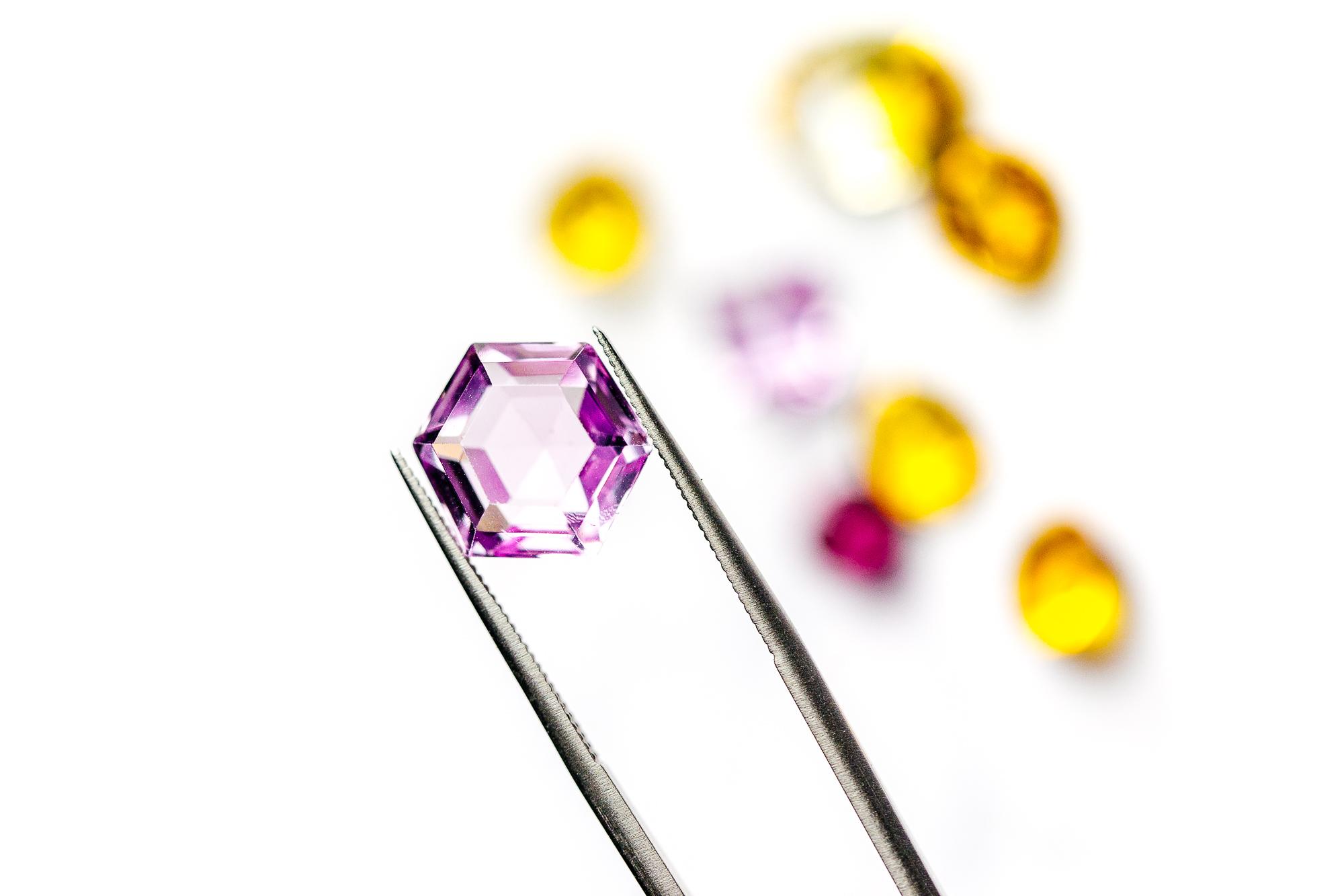 Conscious Stones… - Nasoha veille à garder la qualité vibratoire de chaque gemme, afin de porter sur soi, un joyaux unique et un message personnalisé. Nous vous guiderons dans l'achat de votre pierre et nous vous proposerons également des séries limitées de bijoux imaginés par Nasoha.