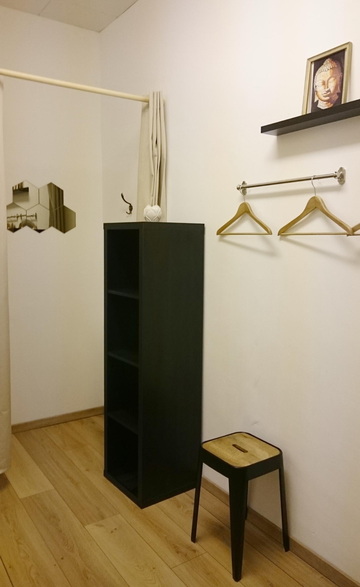 Copy of studio de yoga geneve - yoga vestiaire
