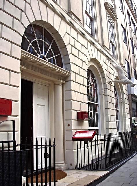Mademoiselle DB blog lifestyle Paris Genève Sketch London building