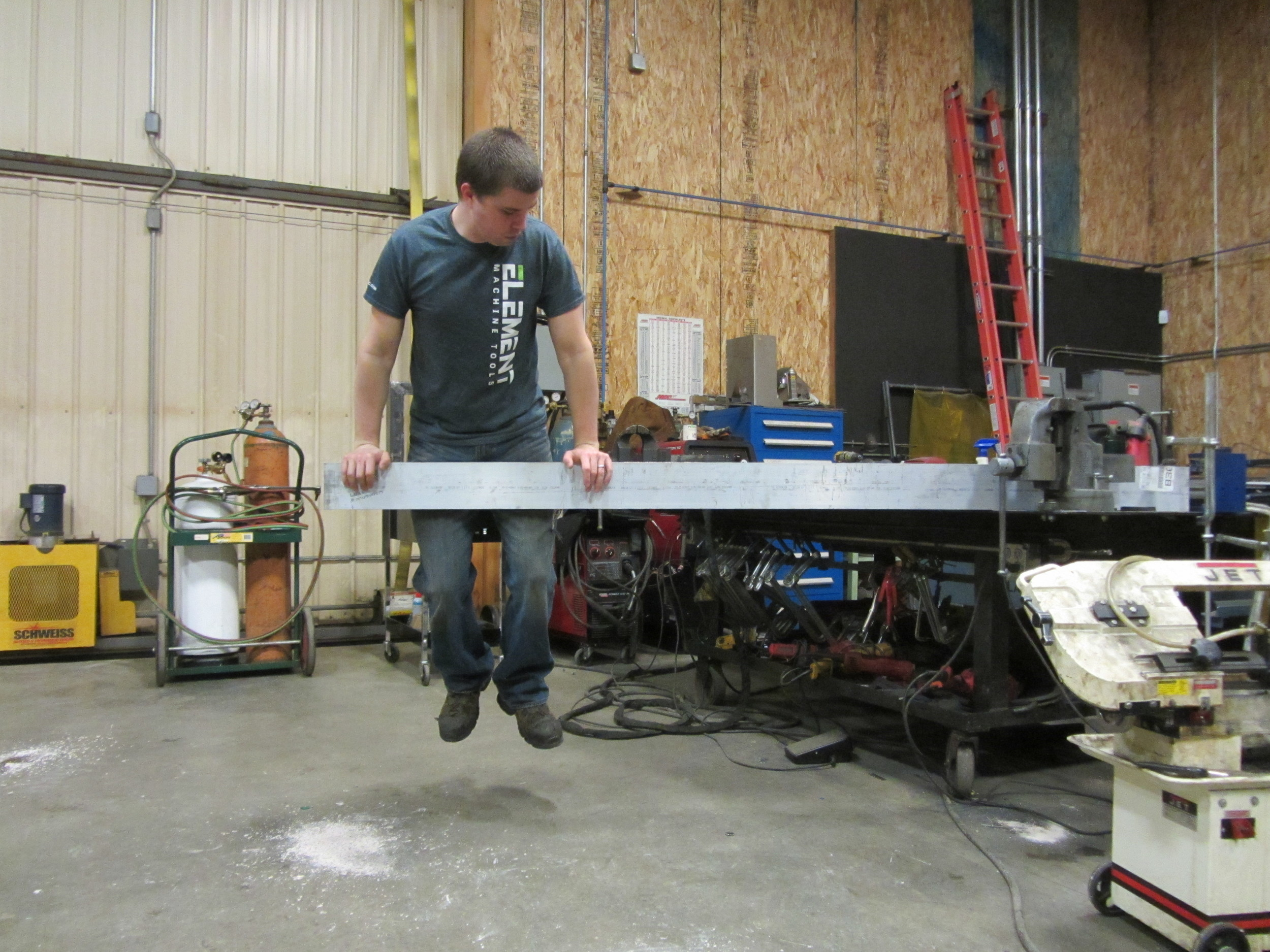 Testing the rigidity of the welding bench...
