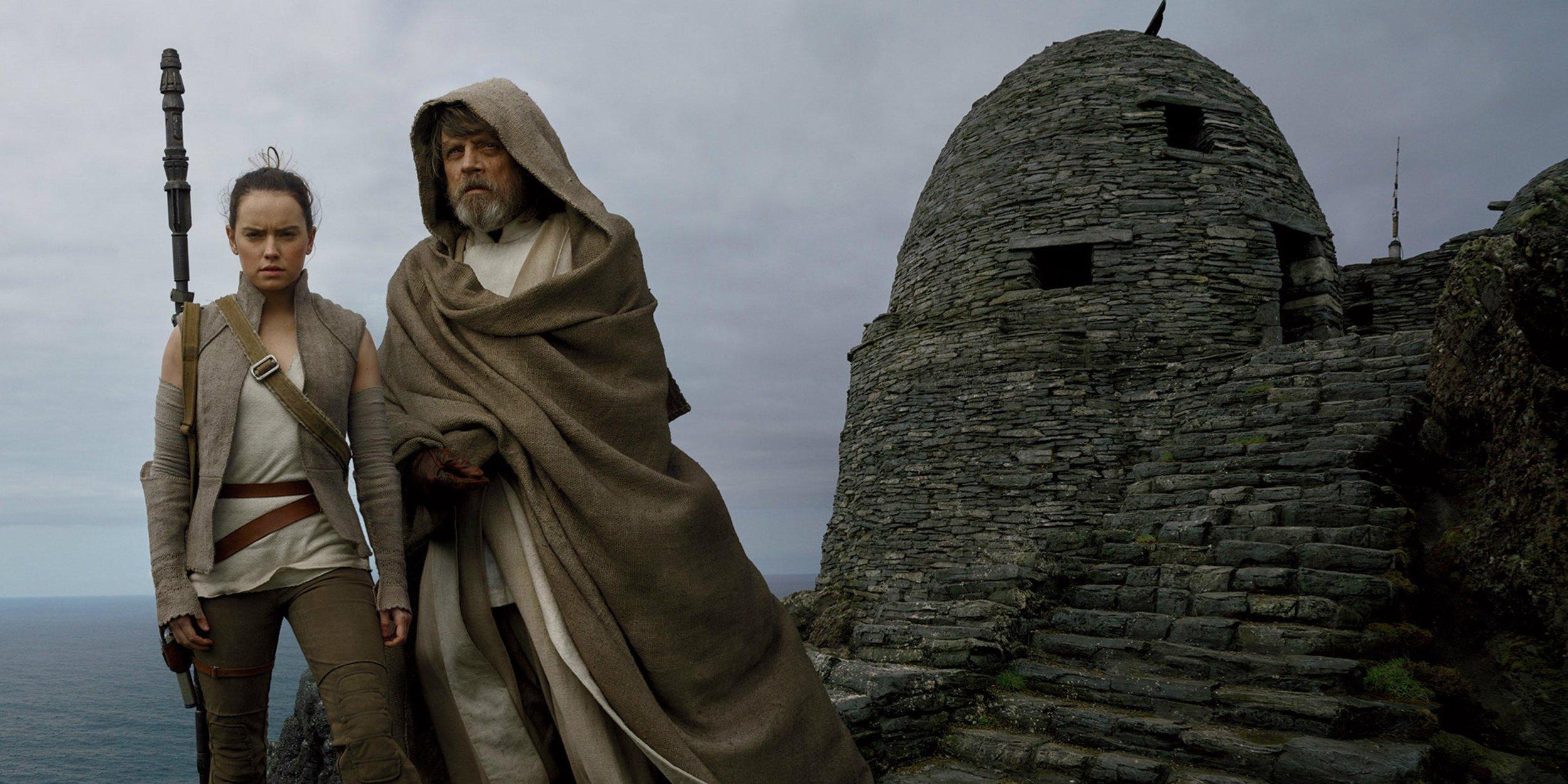 Rey-and-Luke-Skywalker-in-The-Last-Jedi.jpg