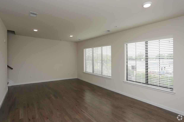 milan2 living room.jpg