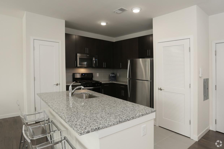 venice kitchen angle.jpg