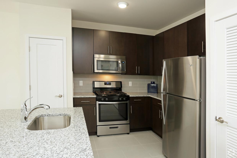 venice kitchen area.jpg