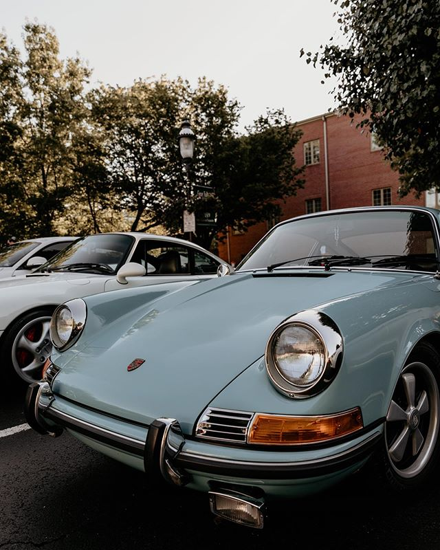 Always smiling because he's air-cooled. . . . . . . . . . #porsche #porsche911 #porscheusa #katiescarsandcoffee #virginiaphotographer #canon #canon5dmarkiv #shadowsandhighlights #protectyourhighlights #quietthechaos