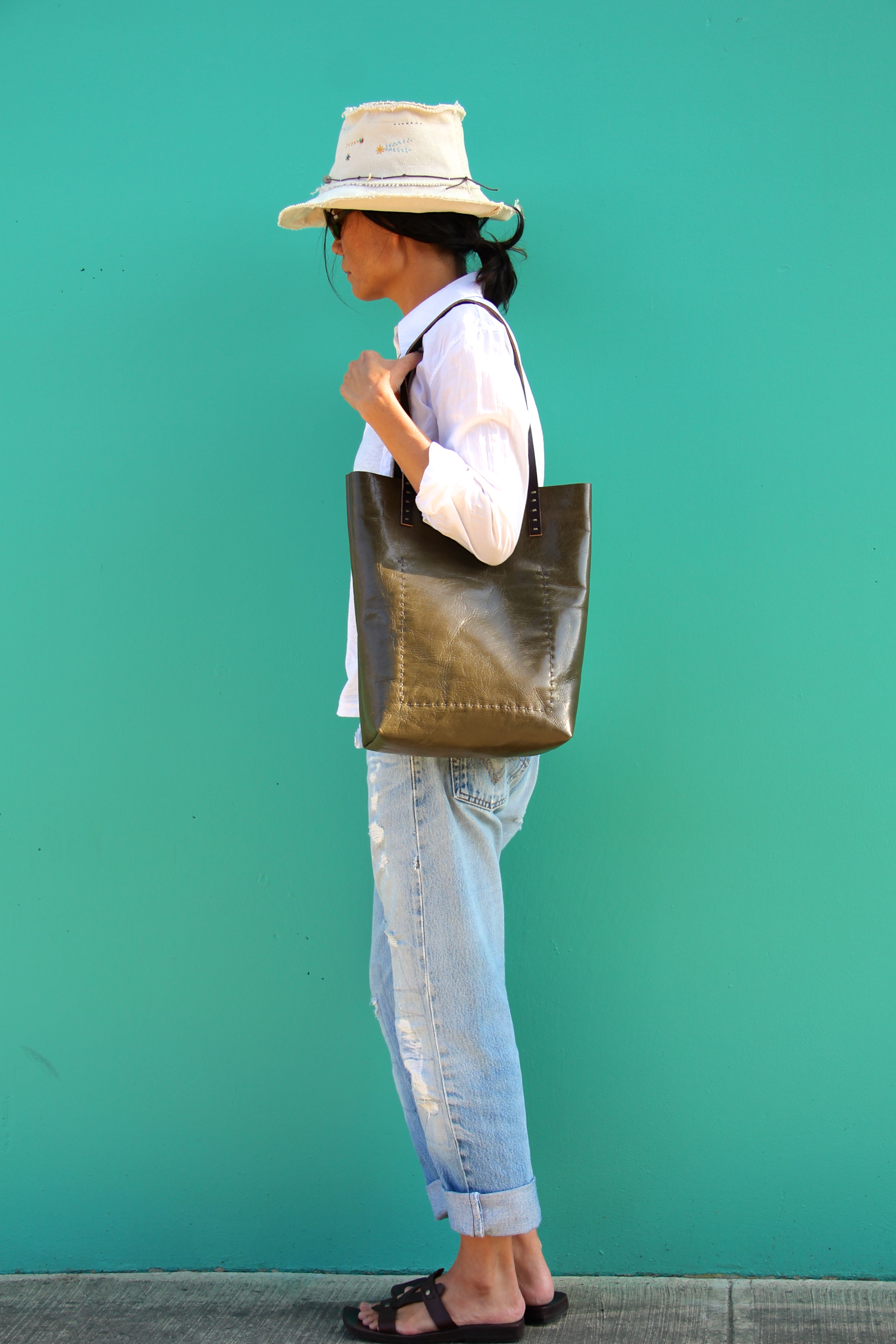 Simple Vintage Leather Tote in Dried Seaweed