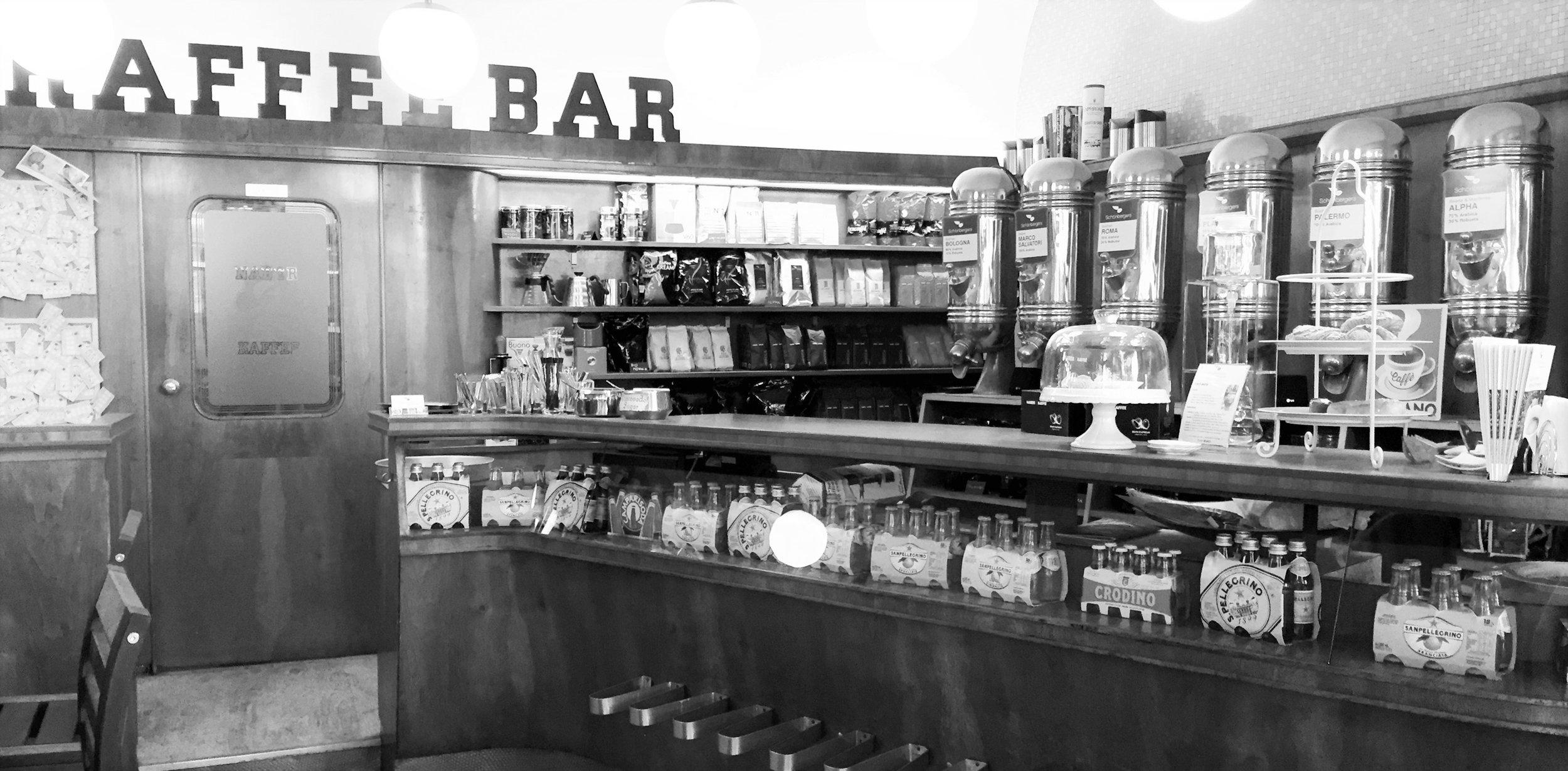 Schönbergers Kaffeetheke_mono.JPG