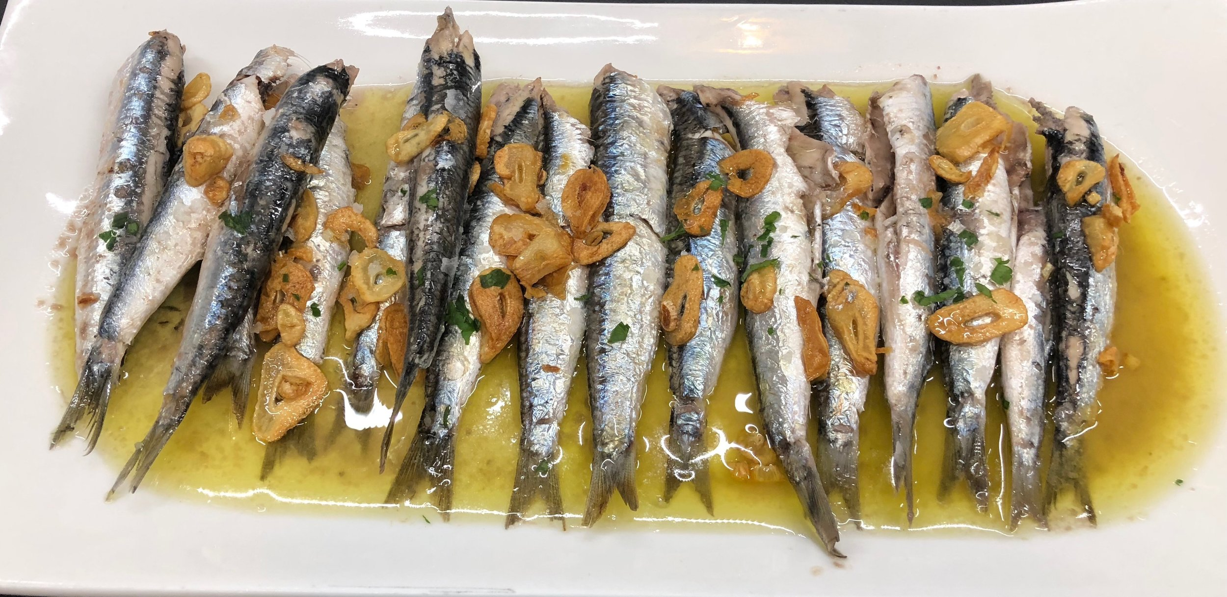 Anchovies in oil and garlic
