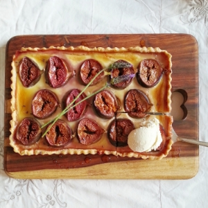 A 2014 favourite that hasn't made it onto the blog -   fig, honey and ricotta tart with honey and lavender ice-cream.