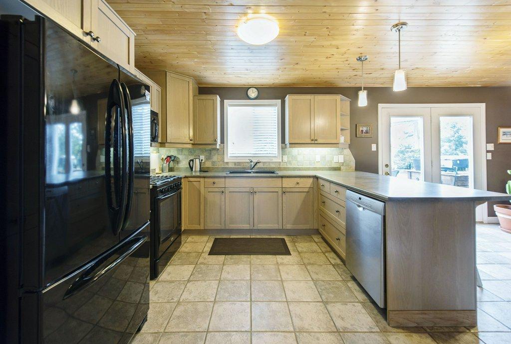 010-Kitchen 2_m.jpg