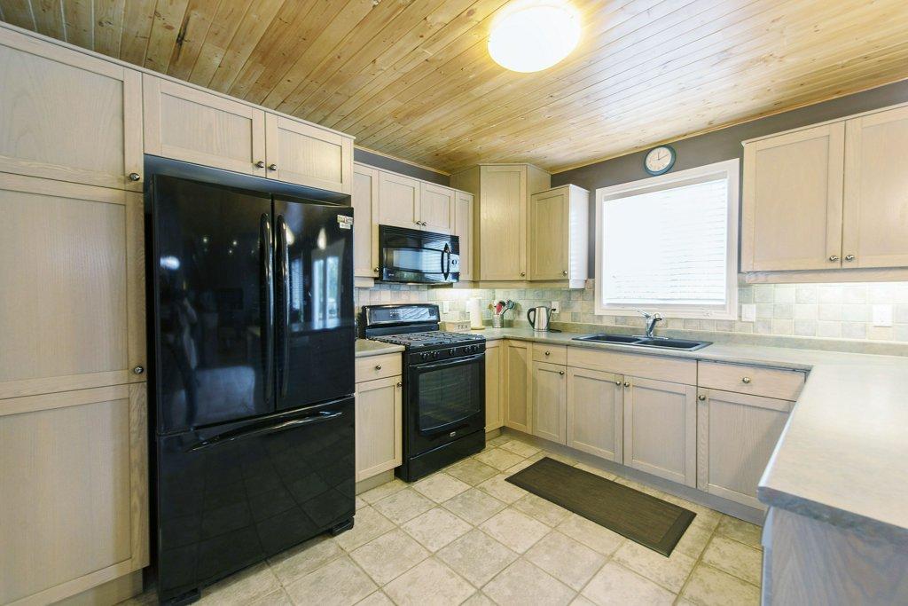 012-Kitchen_m.jpg