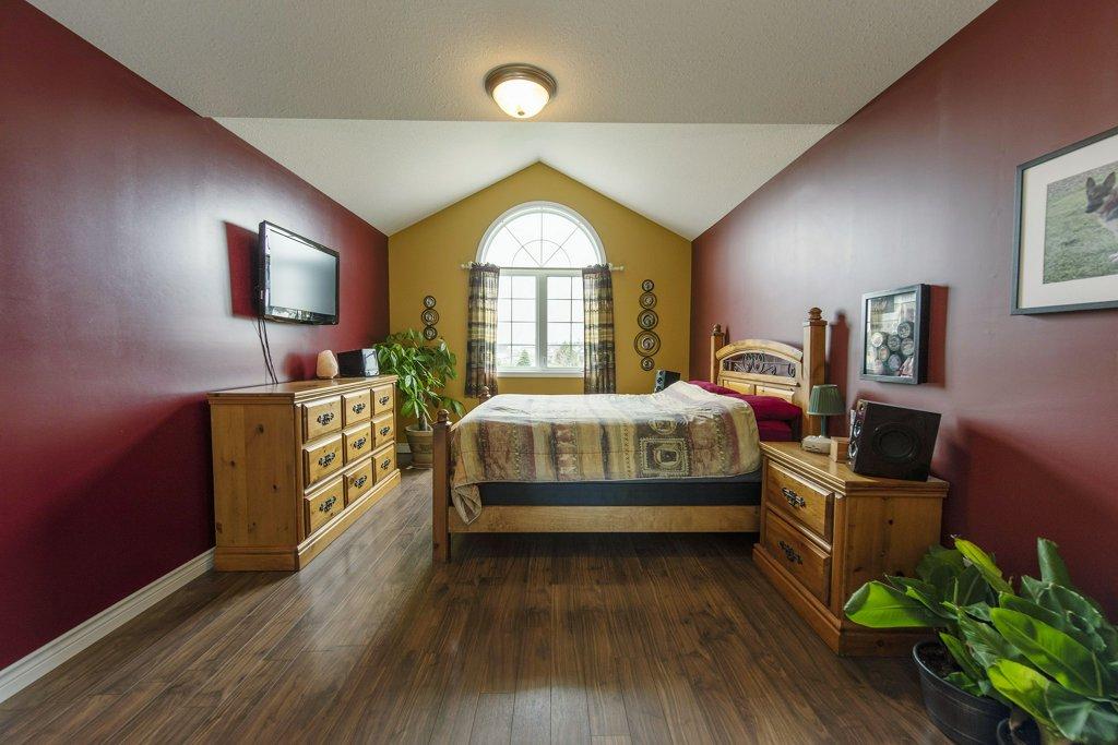 024-Master bedroom_m.jpg