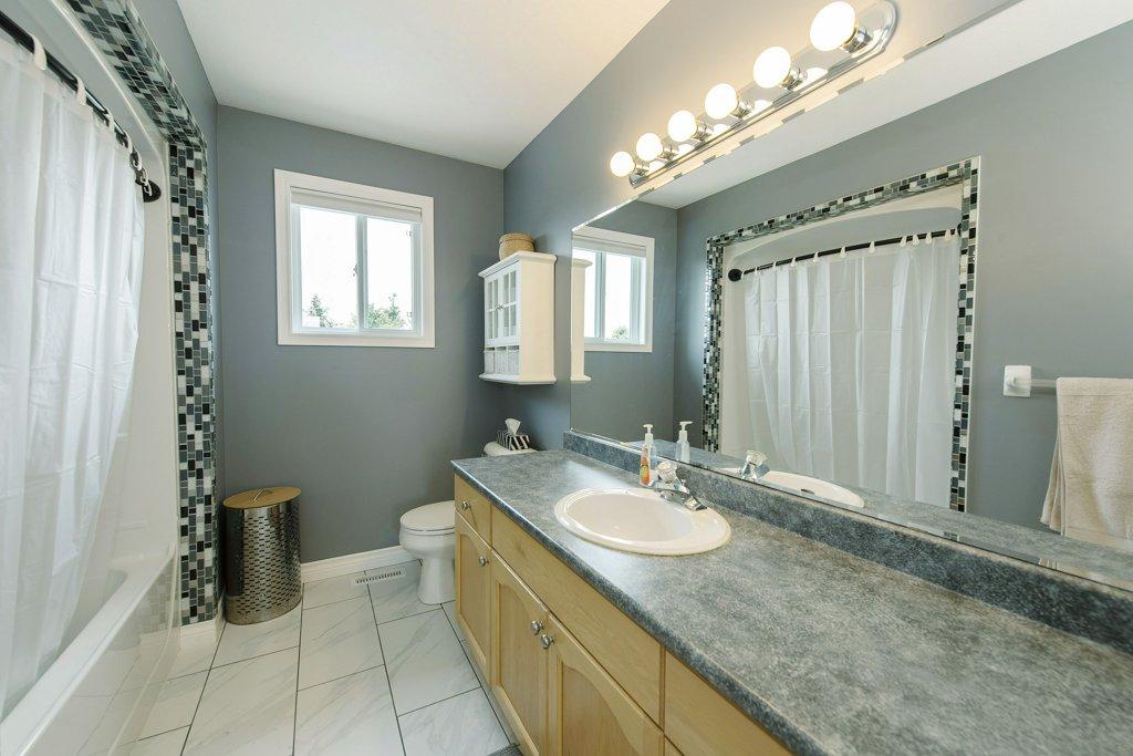 032-Bathroom_m.jpg