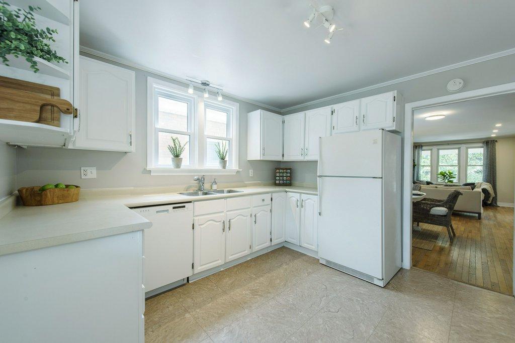 021-Kitchen 4_m.jpg