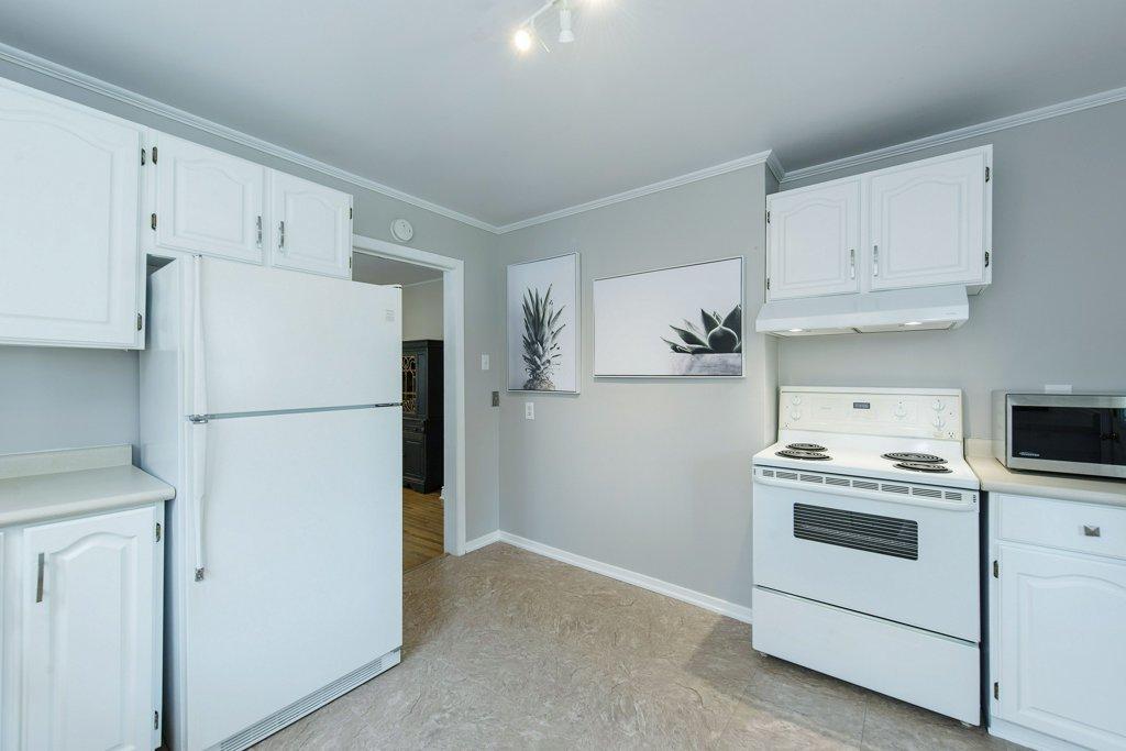 023-Kitchen_m.jpg
