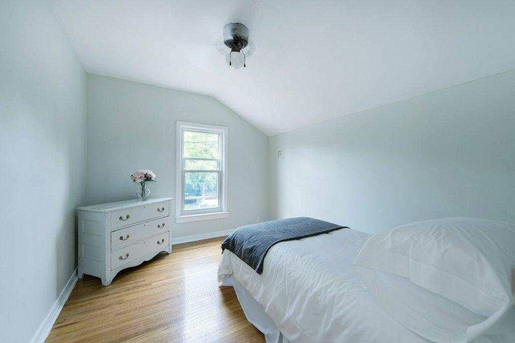 029-bedroom 2_m.jpg