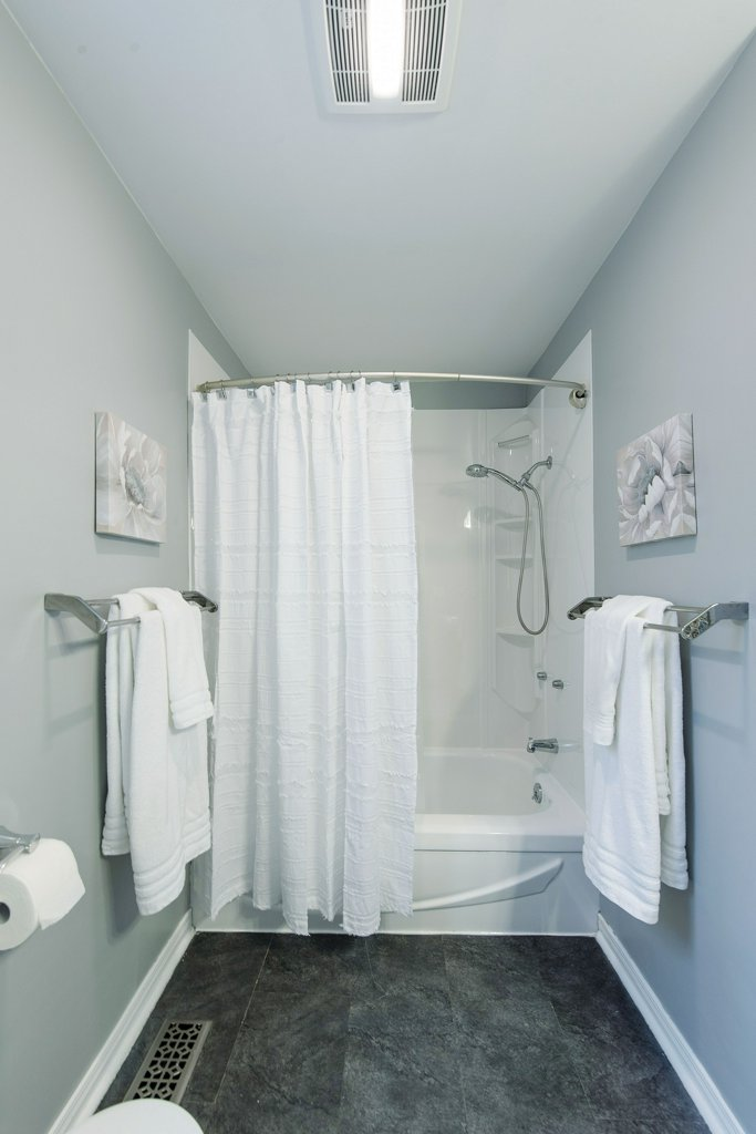 033-shower_m.jpg