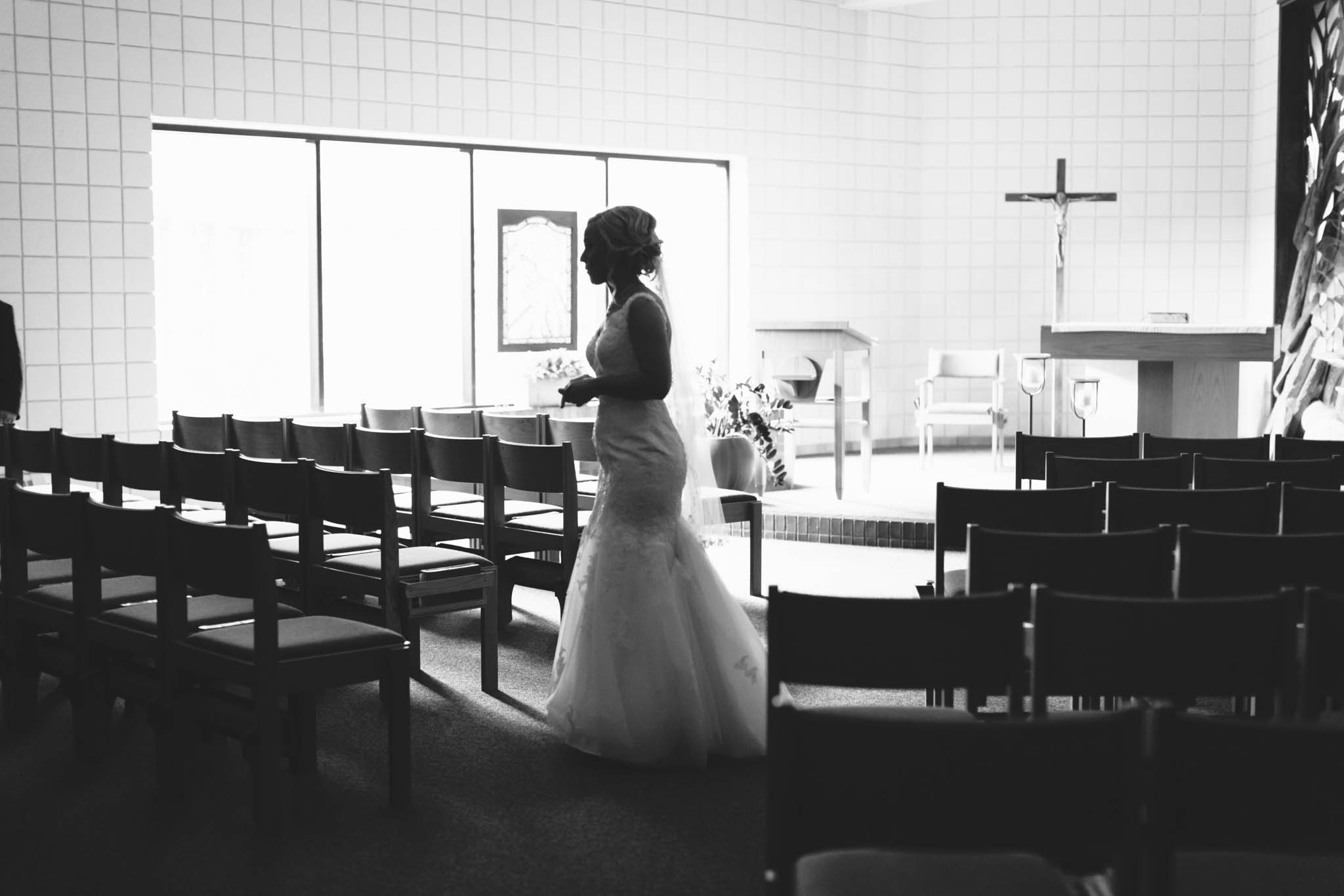 Jillian VanZytveld Photography - Grand Rapids Lifestyle Wedding Photography - 033.jpg