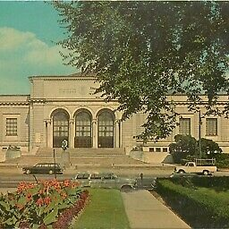 Detroit-Institute-of-Arts-Michigan-MI-old-cars.jpg
