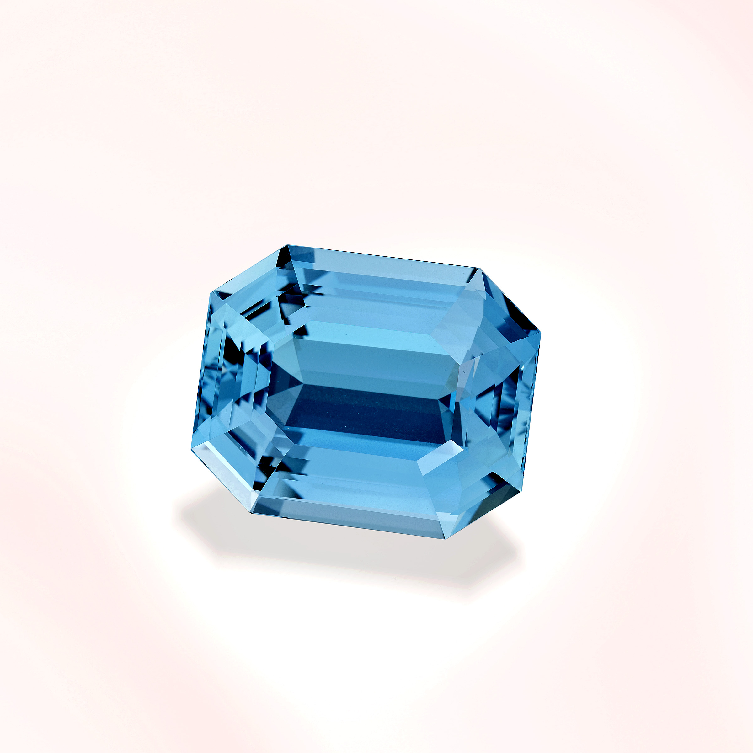 Honorable Mention 2011 Cutting Edge Award, Other Gemstones Division   40ct Aquamarine