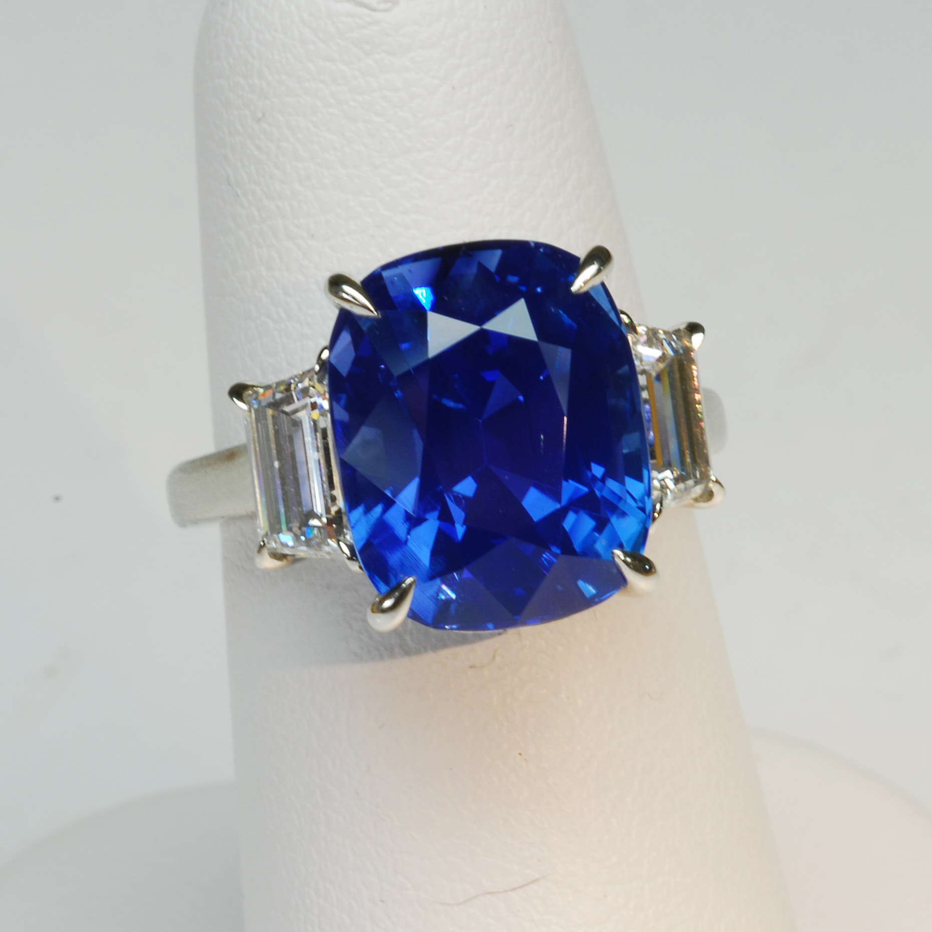 2010 Spectrum Award, Classic Jewelry Division  Plat Guild Intl Honors    10ct Unheated Sapphire