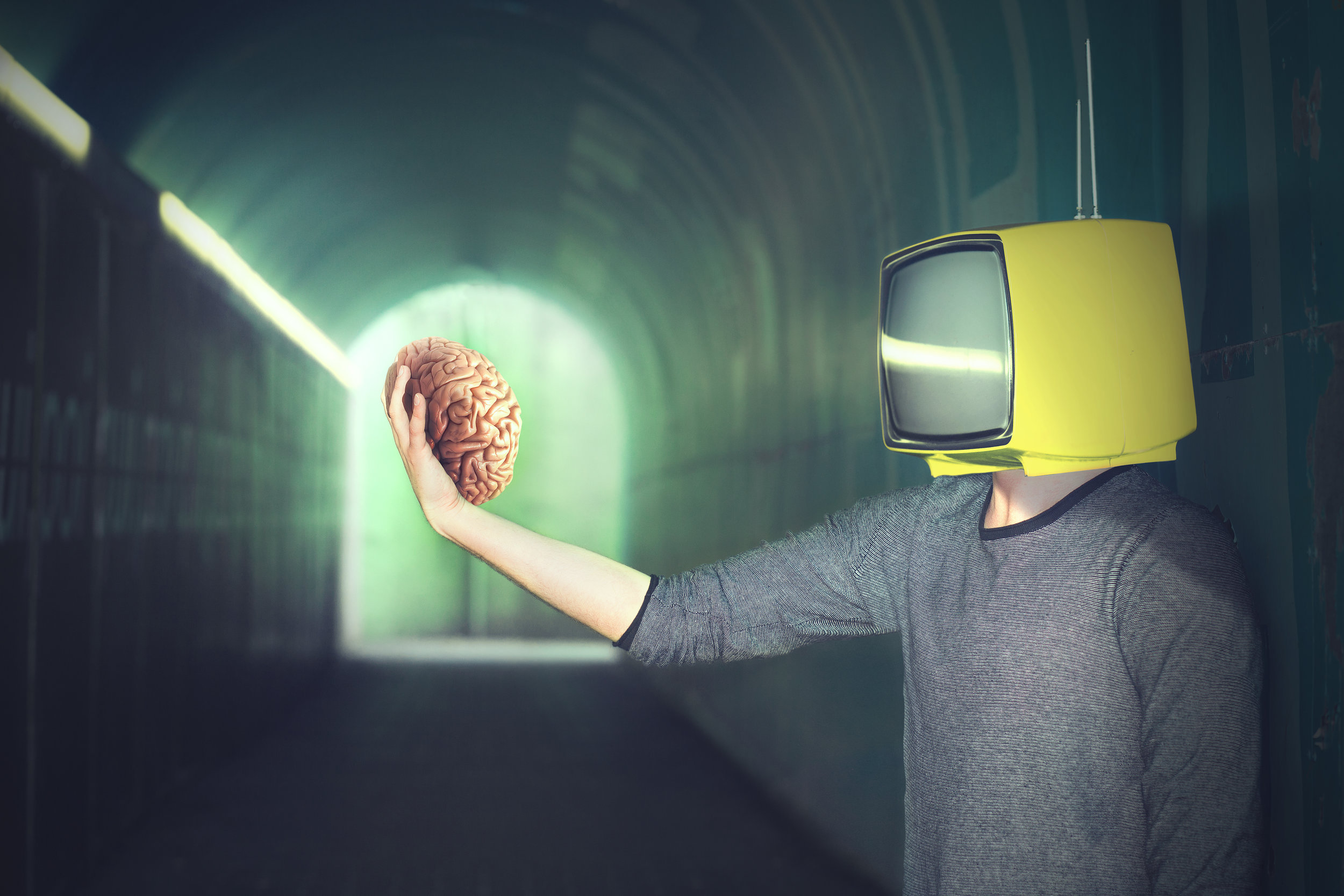 Image - TV head man holding brain.jpg
