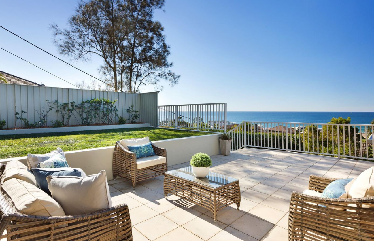 ramsay_st_collaroy_outdoor_living_entertaining_ocean_view.PNG