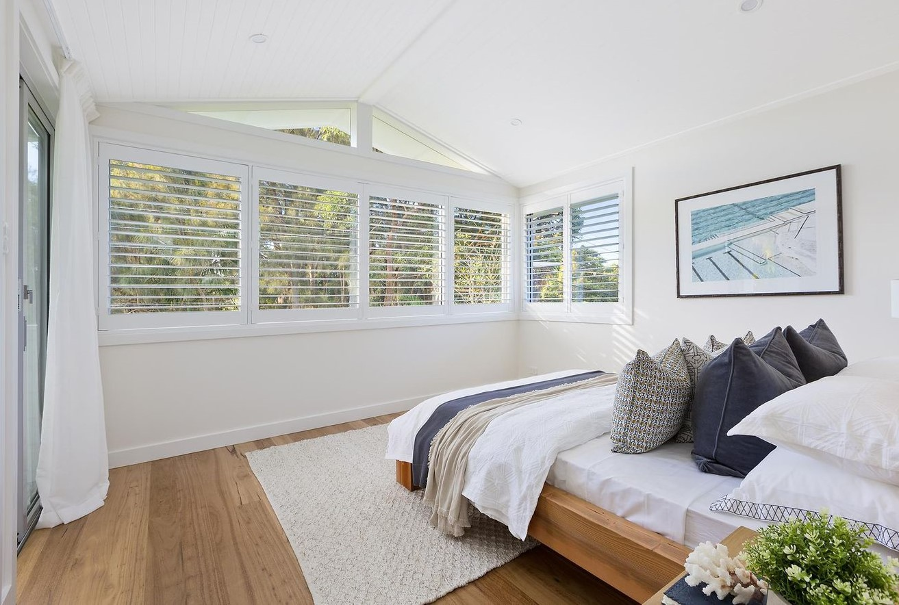 Travers.rd.mainbedroom.textures.pillows.staging.jpg