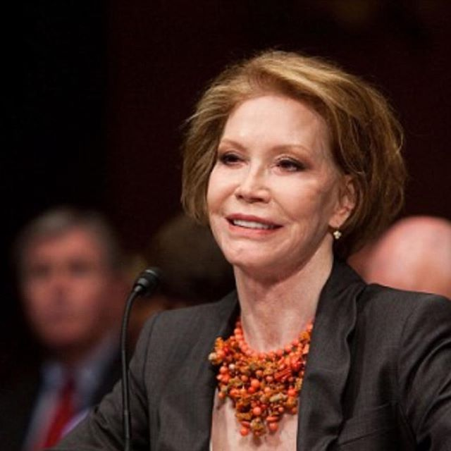 Had the honor of styling mary Tyler moore  when she was in DC,  great lady! She will be missed! #marytylermoore  #moviestars  #tanaz_hair  #salonetoiles  #tvstar